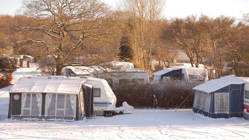 """Wintercamping – draußen frostig, drinnen """"hyggelig""""…"""